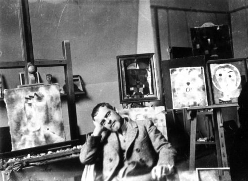 Paul Klee en su taller en Weimar en 1925