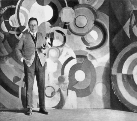 Robert Delaunay con su obra
