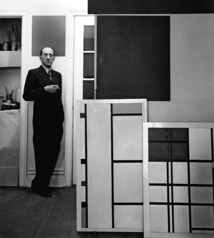 Piet Mondrian en su estudio