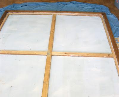 apoyar cuadro sobre marco madera