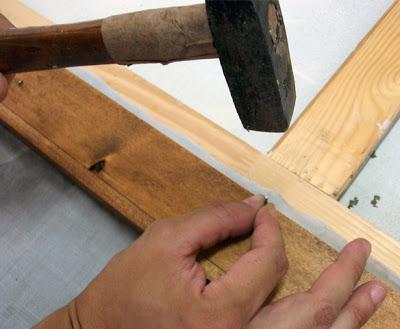 clavetear cuadro a marco madera