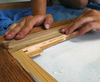 sellar cinta sobre marco madera