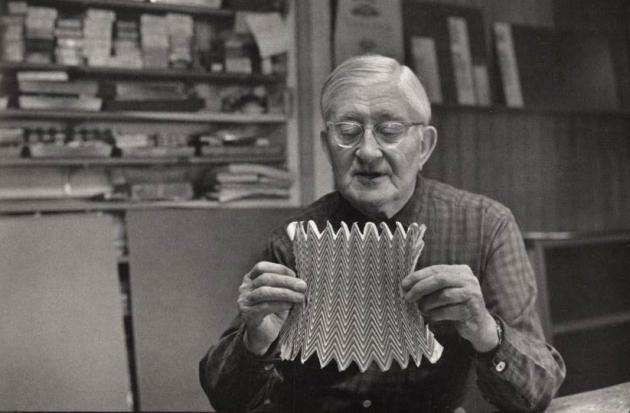 Josef Albers en su casa 1968 foto de Henri Cartier Bresson
